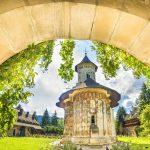 moldovita-orthodox-church-monastery-moldavia-bucovina-romania-1918x1080