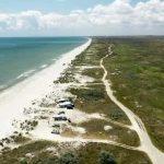 plaja-vadu-amenintata-de-muntii-de-gunoaie-aruncate-de-turisti-primaria-corbu-nu-mai-ridica-resturile_size1